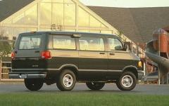 1999 Dodge Ram Wagon exterior