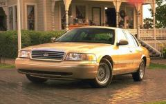 1999 Ford Crown Victoria exterior