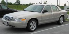 2000 Ford Crown Victoria Photo 1