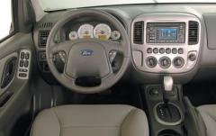 2005 Ford Escape interior
