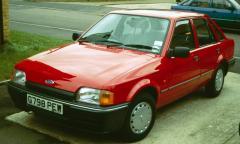 1990 Ford Escort Photo 1