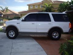 2002 Ford Expedition Photo 3