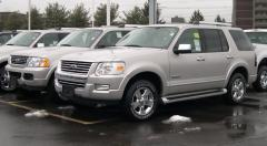 2005 Ford Explorer Photo 2