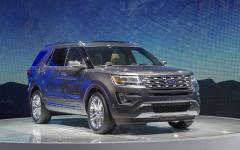2017 Ford Explorer Photo 2