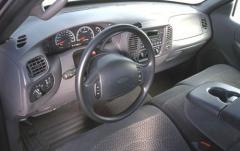 2000 Ford F-150 interior