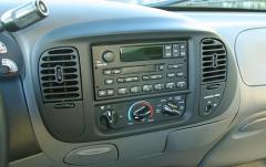 2001 Ford F-150 interior