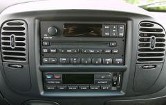 2003 Ford F-150 interior