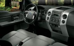 2005 Ford F-150 interior
