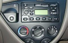 2004 Ford Focus interior
