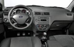 2005 Ford Focus interior