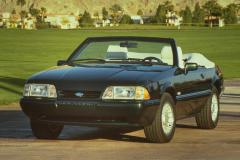 1990 Ford Mustang Photo 3