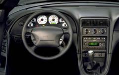 2004 Ford Mustang interior