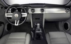 2005 Ford Mustang interior