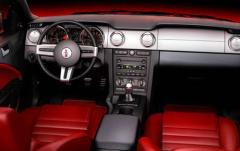 2006 Ford Mustang interior