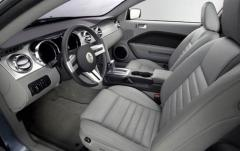 2007 Ford Mustang interior