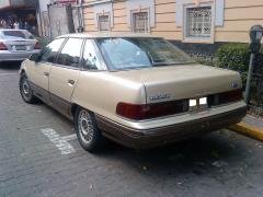 1990 Ford Taurus Photo 2