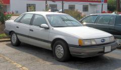 1991 Ford Taurus Photo 2