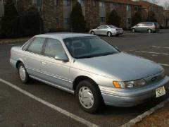 1994 Ford Taurus Photo 3
