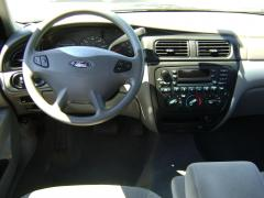 2002 Ford Taurus Photo 2