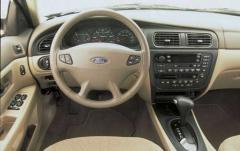 2002 Ford Taurus interior