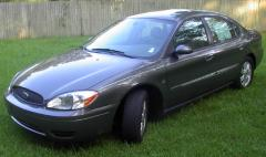 2004 Ford Taurus Photo 1