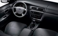 2006 Ford Taurus interior