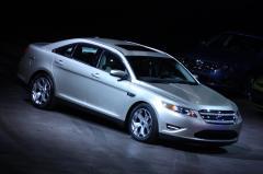 2011 Ford Taurus Photo 2