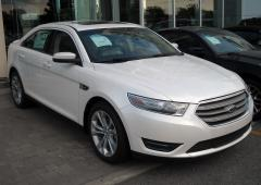 2013 Ford Taurus Photo 3