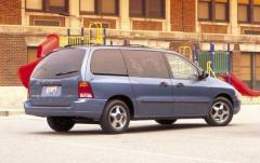 2002 Ford Windstar exterior