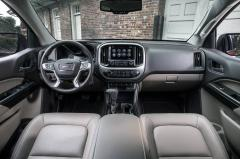 2017 GMC Canyon interior