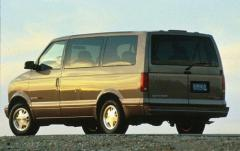 2000 GMC Safari exterior