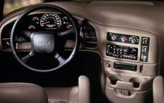 2000 GMC Safari interior