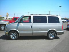 2002 GMC Safari Photo 2