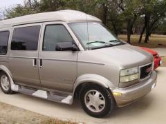 2002 GMC Safari Photo 4
