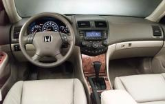 2004 Honda Accord interior