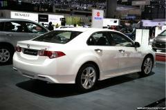 2010 Honda Accord Photo 2