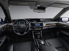 2017 Honda Accord Photo 2