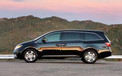2013 Honda Odyssey Photo 2