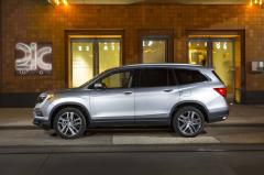2017 Honda Pilot LX 2WD exterior