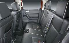 2009 Hummer H3T interior