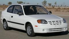 2004 Hyundai Accent Photo 1