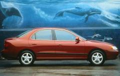 1998 Hyundai Elantra exterior
