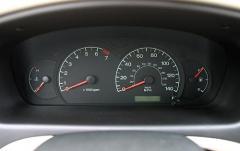 2003 Hyundai Elantra interior