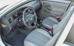 2005 Hyundai Elantra interior