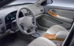 2004 Infiniti I35 interior