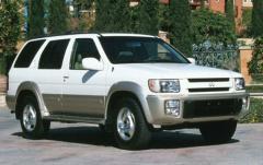 1999 Infiniti QX4 exterior