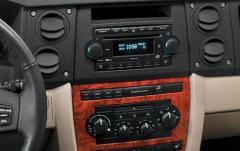 2010 Jeep Commander interior