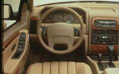 2000 Jeep Grand Cherokee interior