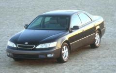 1997 Lexus ES 300 exterior