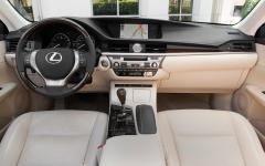 2013 Lexus ES 350 Photo 2